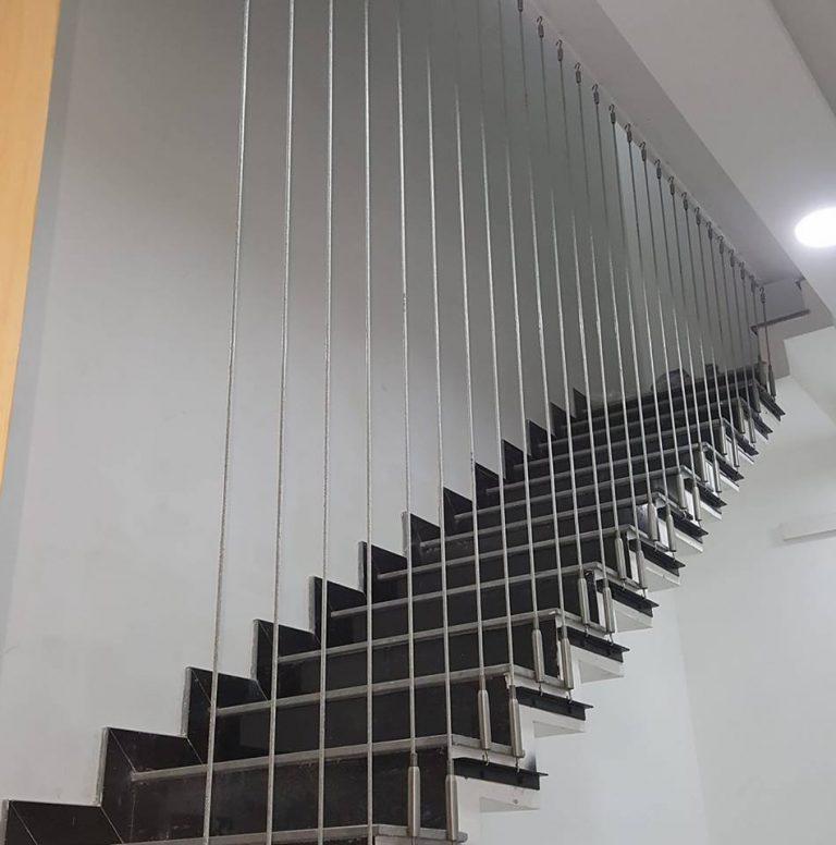 Hình ảnh cáp cầu thang khi thi công lắp đặt